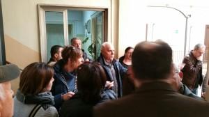 Cittadini protestano in Comune contro l'antenna di telefonia