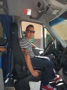 Raffaele Stanzione di Roccapiemonte, uno degli autisti arrestati, alla guida del suo pulmino di Villa dei Fiori