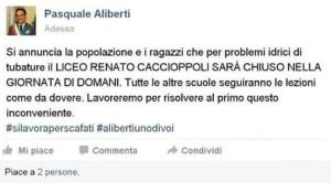 Buontemponi, probabilmente studenti, hanno pensato bene di far girare un post del sindaco Pasquale Aliberti in cui si annuncia la chiusura del liceo Caccioppoli. Evidente il linguaggio da studente. Il post è stato prontamente smentito dal primo cittadino