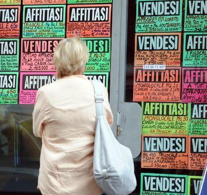 Milano, affittasi e vendesi appartamenti - agenzia immobiliare - mercato immobiliare - cartelli di case in vendita e affitto