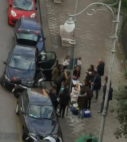 mangiano-in-strada