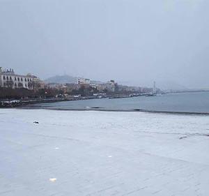 santa-teresa-neve-spiaggia
