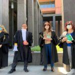Protestano gli avvocati, flash mob e consegna dei Codici alla Cittadella Giudiziaria