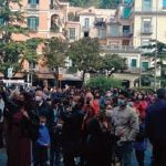 Riaprite le scuole: ma in piazza scendono poche mamme