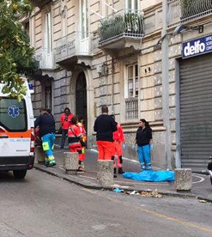 Salerno cade nel vuoto tragedia in via fieravecchia for Pulizie domestiche salerno